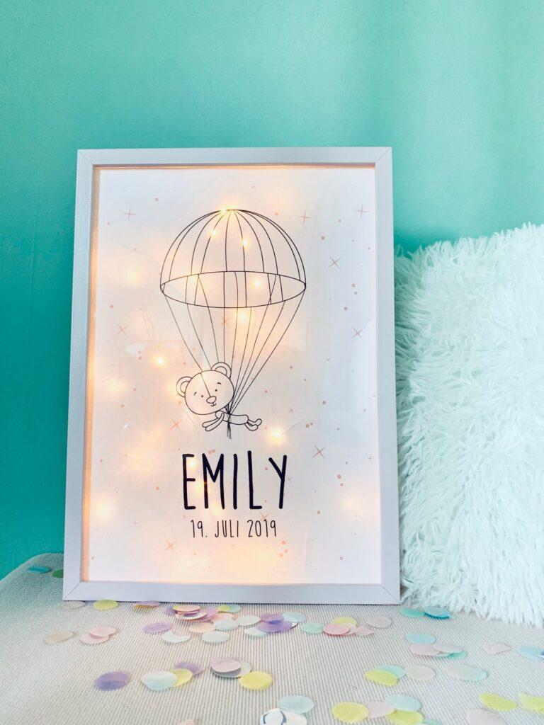 personalisierter Bilderrahmen mit Lichterkette zur Geburt