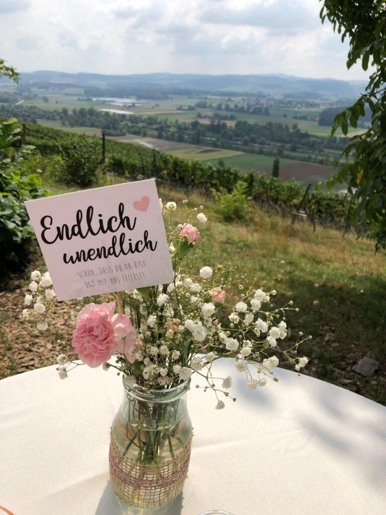 Blumenstecker an Hochzeitslocation