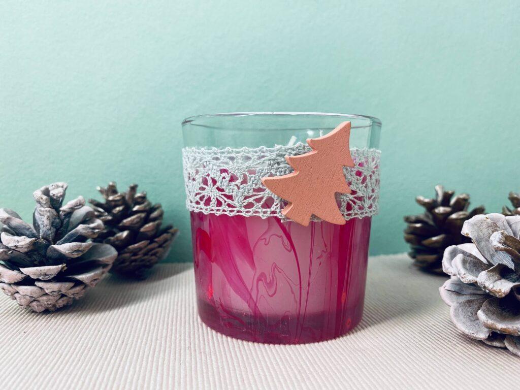 marmorierte Kerze als Weihnachtsgeschenk