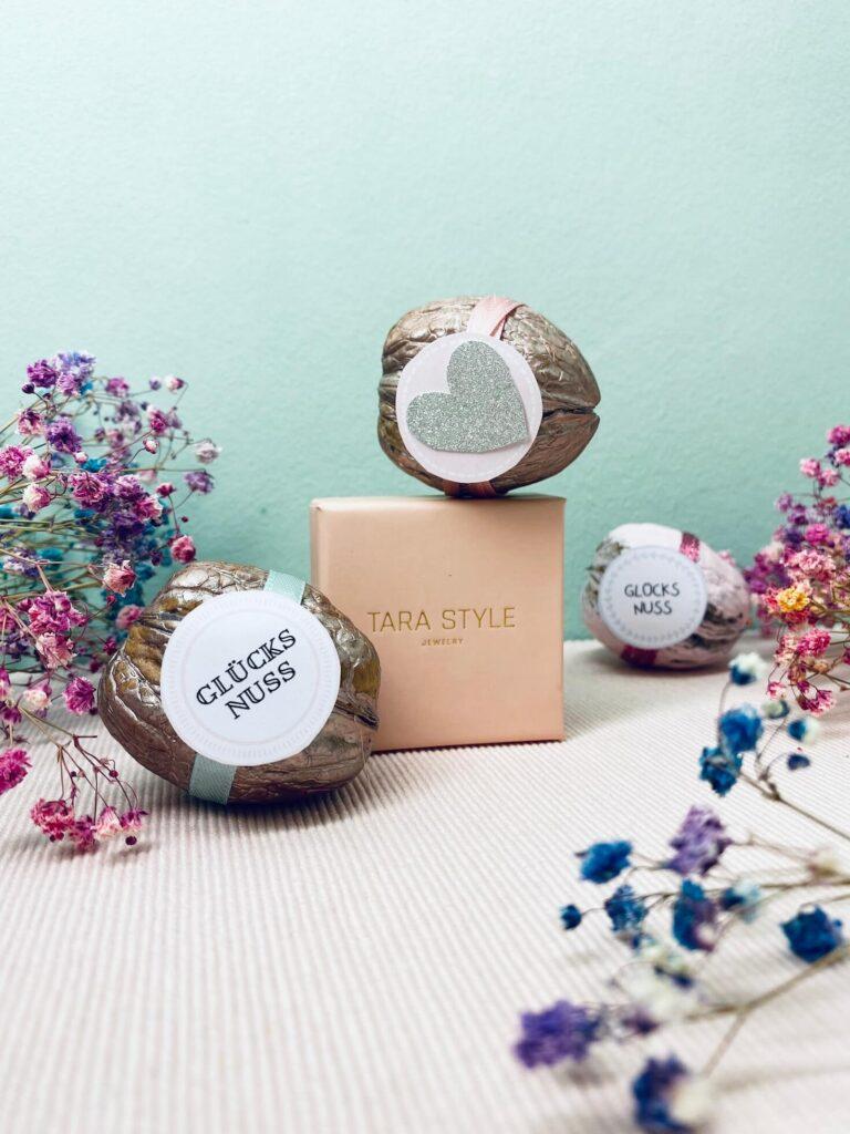 fertige Glücksnüsse mit Tara Style Ring Box