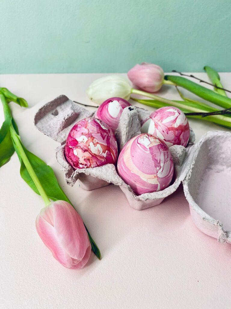 marmorierte Ostereier mit Nagellack selbermachen