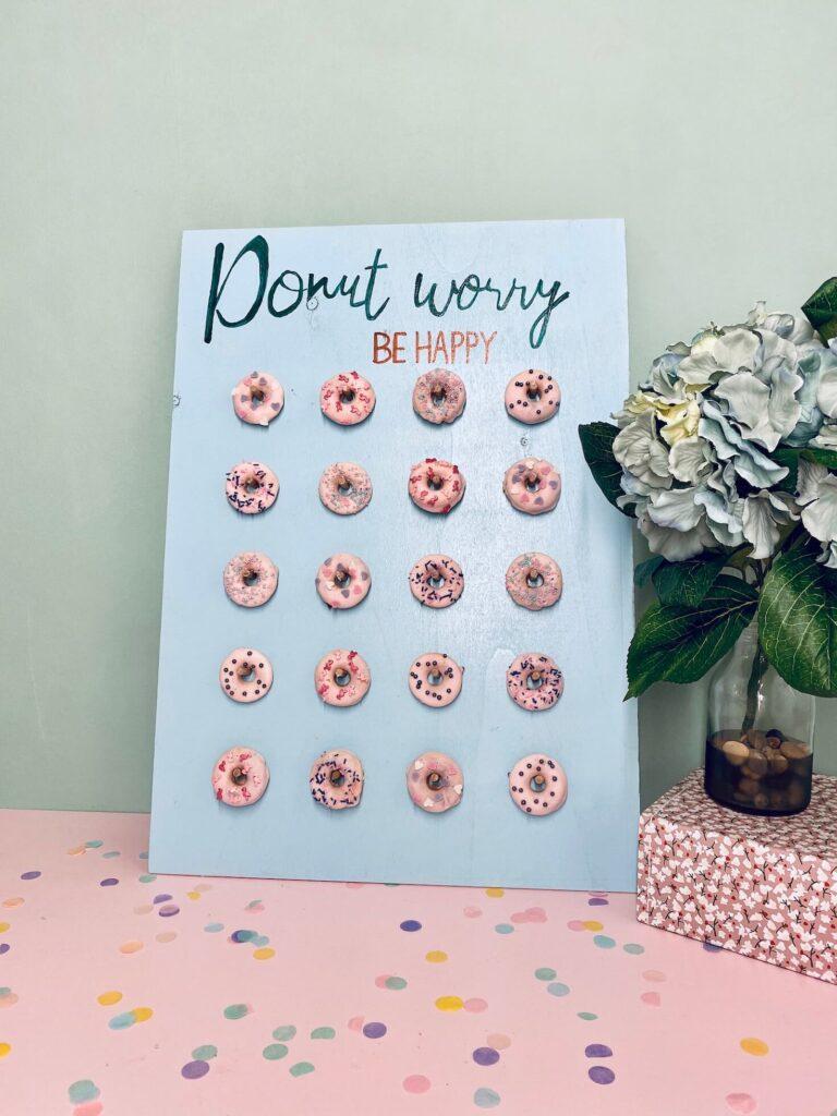 DIY Donut Wall hellblau