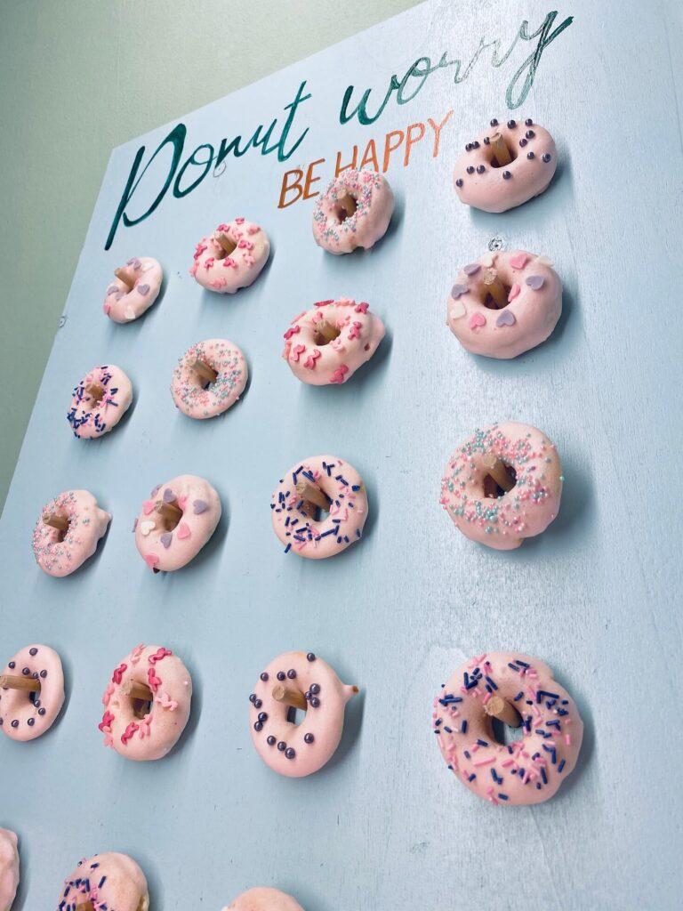 Donut Wall mit Donuts