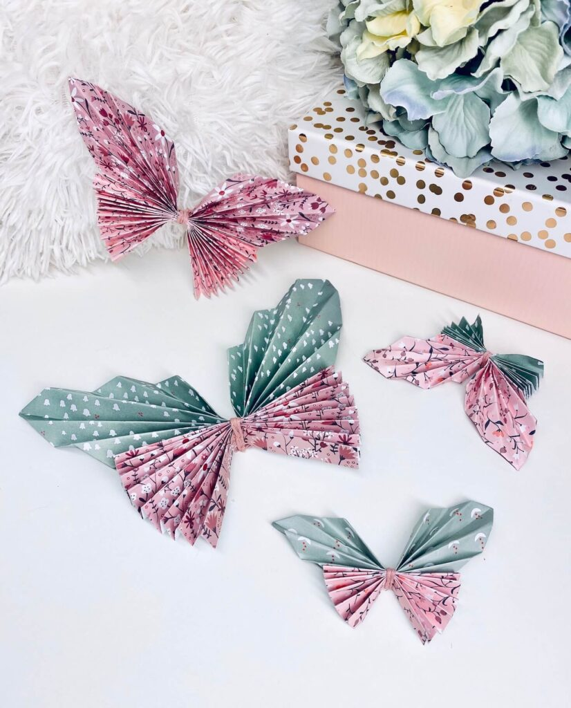 vier gebastelte Schmetterlinge
