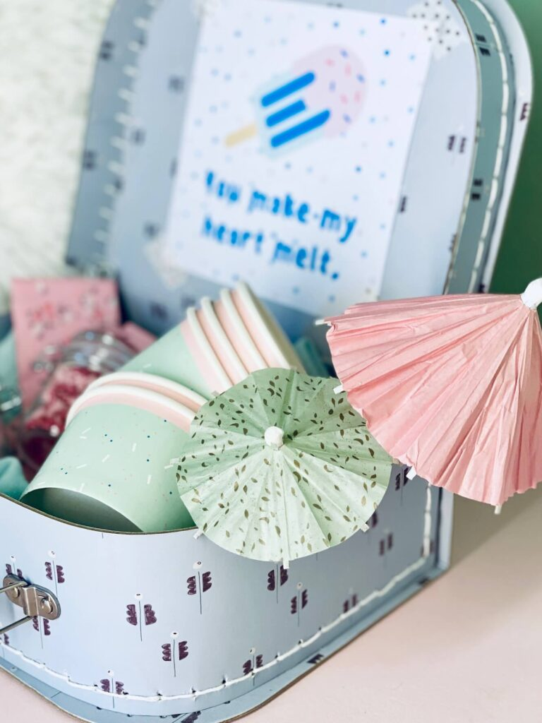 Deko in Ice Cream Sundae Box