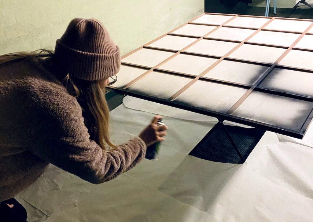 DIY Spiegel Industrial Holz ansprühen