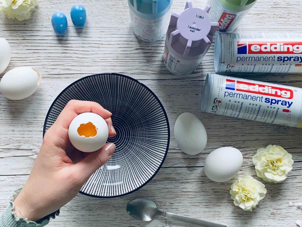 Schritt 1: Eier aufklopfen und aushöhlen